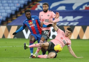 Jeffrey Schlupp de Crystal Palace marque son premier but.