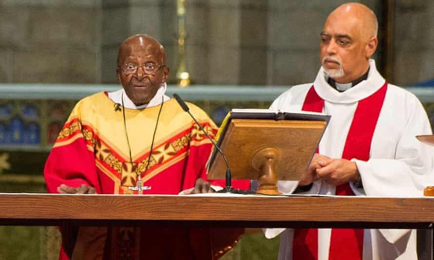 Desmond Tutu celebrates mass with Dean Michael Weeder