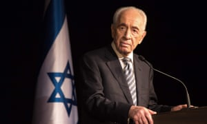 Shimon Peres addressing members of the Foreign Press Association during a visit in the southern Israeli town of Sderot, 2014.