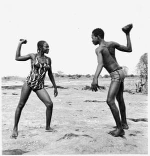 combat des amis avec pierres 1976