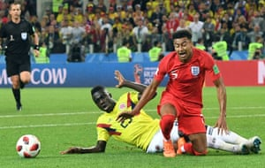 England have another penalty shout when Davinson Sanchez collides with Jesse Lingard during an England counterattack. The referee says no penalty this time.