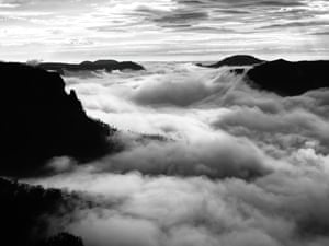 More mountains magic mist, Govetts Leap lookout, Blackheath, NSW, Australia, 8 October