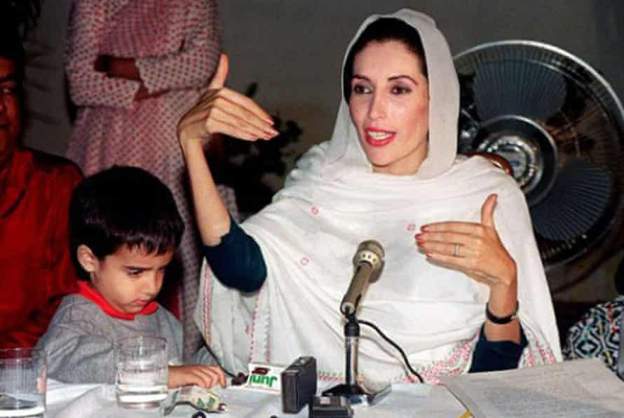 Bilawal Bhutto Zardari with his mother at a press conference during her second term as prime minister of Pakistan
