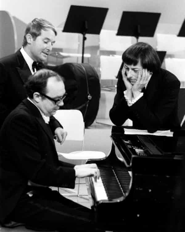André Previn with Eric Morecambe and Ernie Wise on the 1971 Morecambe and Wise Christmas show.