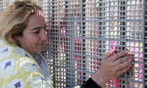 'Amargo y dulce': María Cruz travelled 10 hours to visit with family at the border fence.