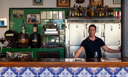 A barman at Casa Vizcaíno
