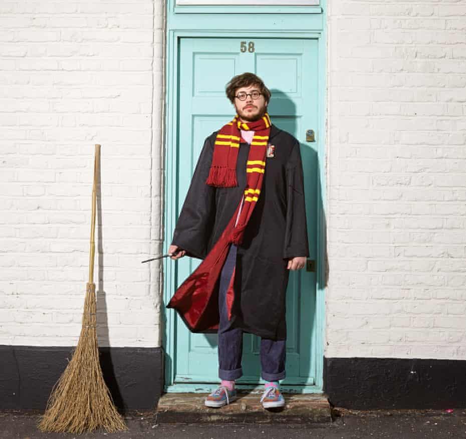 Benjamin Farquharson as Harry Potter