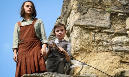 … Dafne Keen and Lwein Lloyd in His Dark Materials.