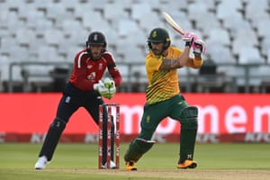 Faf du Plessis hits out on his way to a half-century.
