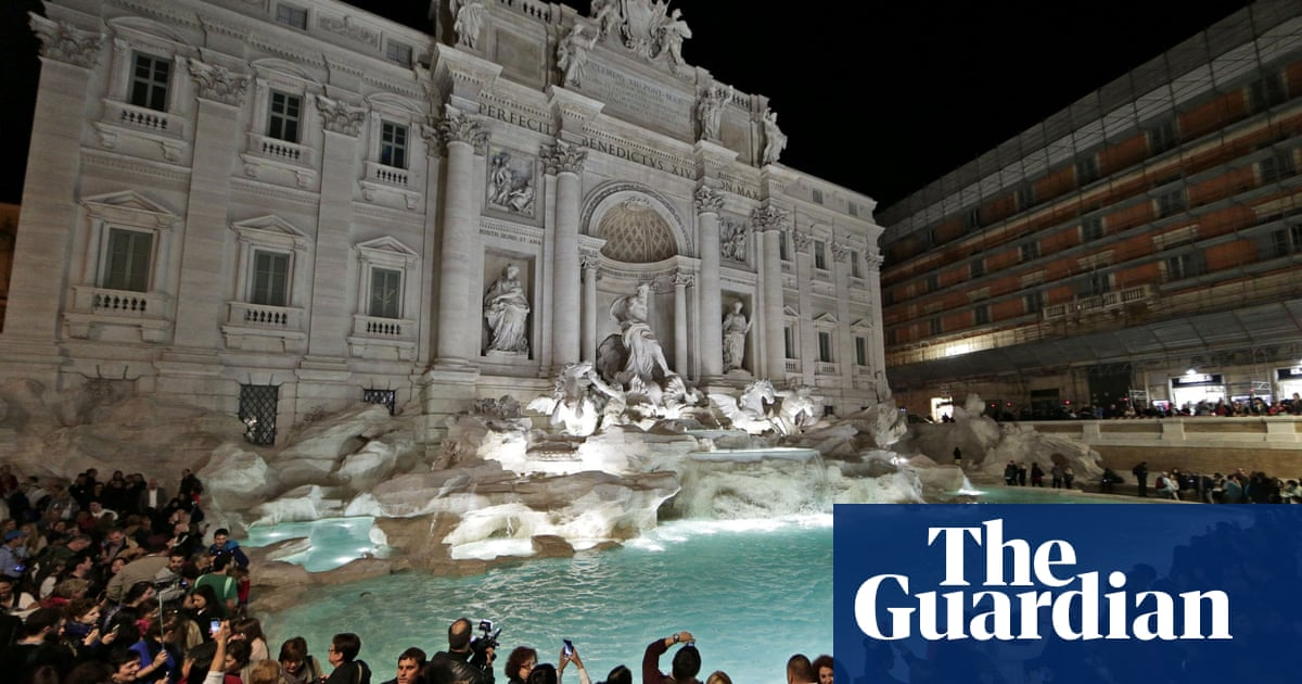 Selfish selfie-takers spark Trevi fountain fisticuffs