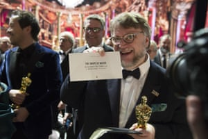 Guillermo del Toro has the best picture Oscar, and the card to prove it's no mix-up.