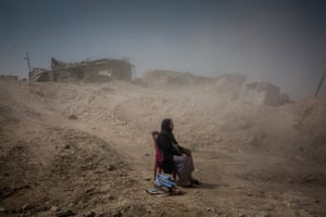 General news – stories, first prize. Nadhira Aziz watches as Iraqi civil defence workers recover the bodies of her sister and niece from her house in the city of Mosul, where they were killed by an airstrike in June. By the end of the battle for Mosul, more than 9,000 civilians were reported to have been killed