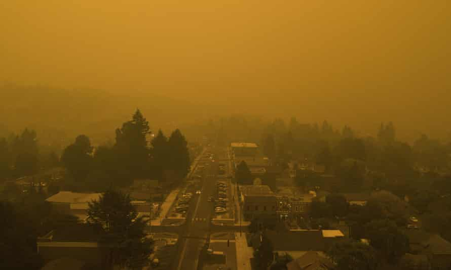 Smoke from widlfires shrouds the town of West Linn, Oregon, on 10 September 2020.