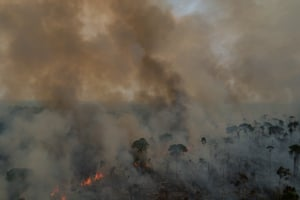 "Palmeiras, Rondônia, Brazil, September 4, 2019: A forest fire near the community of Palmeiras, an isolated settlement in the Amazon state of Rondônia. Three weeks after Brazil's unusually severe burning season sparked an international storm, the far-right government of president Jair Bolsonaro has launched a global PR campaign designed to convince the world the situation is under control. ""The Amazon is not burning, not burning at all,"" Brazil's foreign minister, Ernesto Araújo, insisted in an interview with CNN. Foto: Avener Prado/The Guardian"