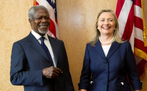 Hillary Clinton and Kofi Annan pose before the Action Group on Syria meeting at the United Nations' headquarters in Geneva in 2012