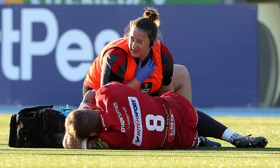 John Barclay, the Scarlets captain, has treatment on the Scotstoun pitch and after subsequent surgery will now miss the Pro14 final against Leinster.