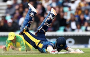 Usman Khawaja misses the chance to run out Dimuth Karunaratne.
