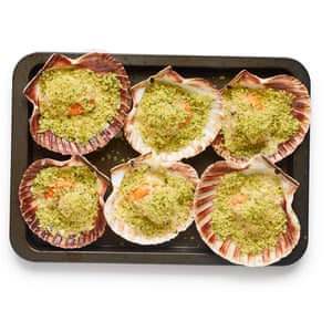 Pour the sauce into the half-shells, add the poached scallops, then top with parsley breadcrumbs.