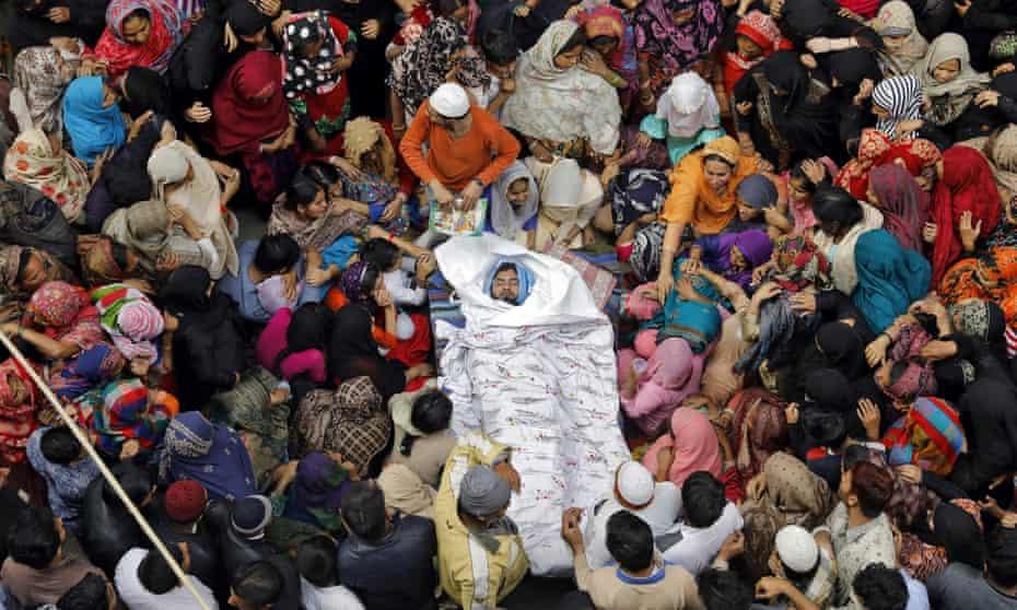 Fellow Muslims mourn Muddasir Khan, who died in the Delhi riots.