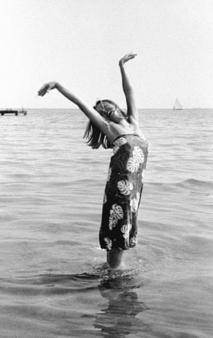 Oriana Fallaci ankle deep in the ocean