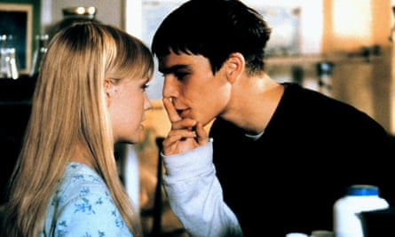 Laura Harris and Josh Hartnett in The Faculty.