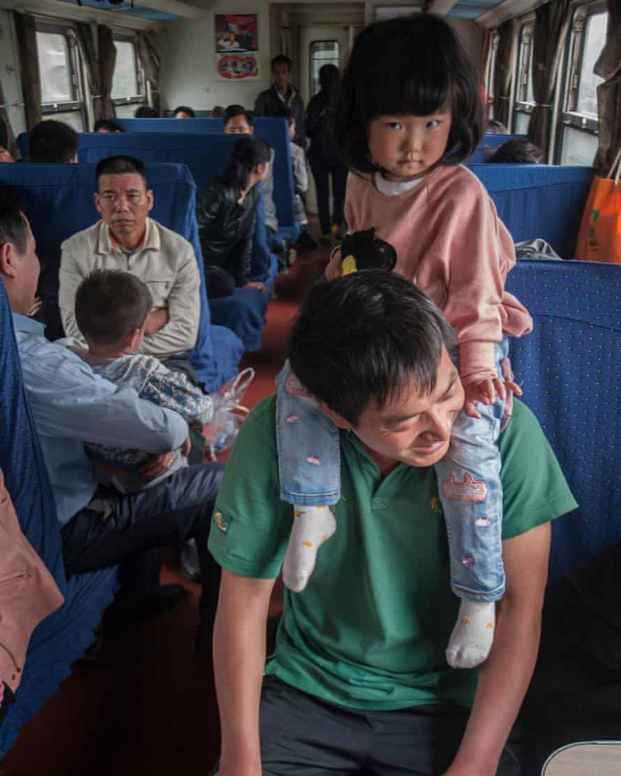 In the era of high-speed rail, migrant workers and low-income earners would immediately come to mind whenever green trains are mentioned. Green trains are generally viewed as a symbol of the grassroots population. For the price of a first-class ticket from Shanghai to Nanjing on high-speed rail, you may get cross the entire country on green trains.