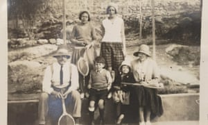 Ransome with four of the five Altounyan children and their mother, Dora. Date unknown.