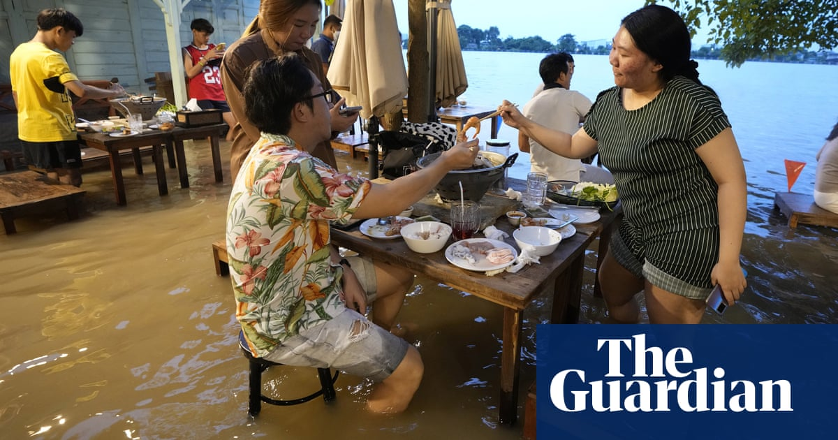 Thai restaurant rides wave of success as customers flock to dine in floodwaters