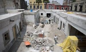 Masons restore 25 Manzanares Street on 10 September.