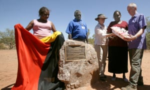 Jeannie Herbert and Teresa Ross Napurrurla reveal a plaque to mark the massacre, accompanied by Harry Nelson, Kumanjayi Brown and the great niece of George Murray, Lisa Dale-Hallett, and her husband, Martin