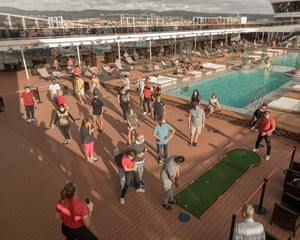 Minigolf, like the other onboard recreational activities, has limited availability. Queues are organised via special stickers on the deck to mark out social distancing