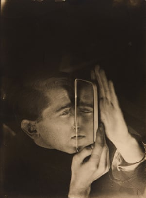 Lotte Stam-Beese, Albert Braun with Mirror, 1928