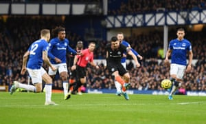 Mateo Kovacic gets one back for Chelsea.