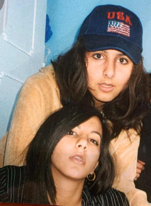 Sisters Banaz (top) and Payzee Mahmod before they were married at the ages of 17 and 16 respectively.