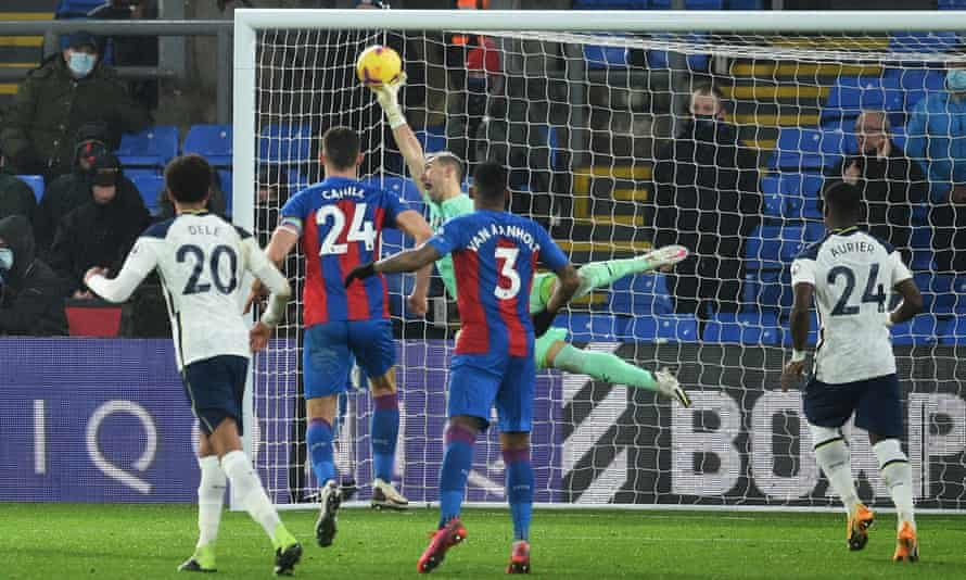 Vicente Guaita makes an injury-time save from Eric Dier's free-kick to earn Crystal Palace a point