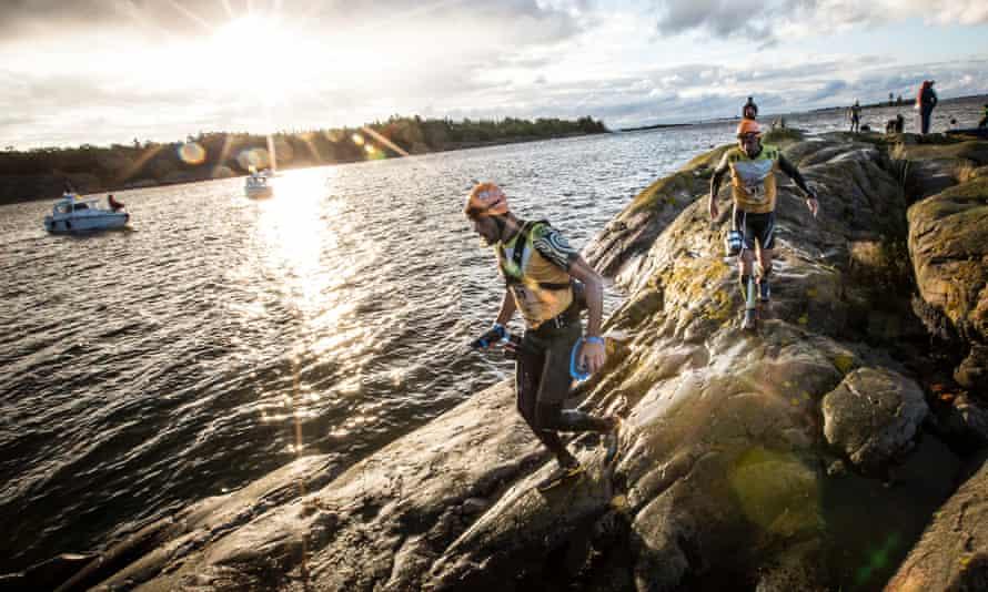 Skirting over the rocks at Ötillö 2015.