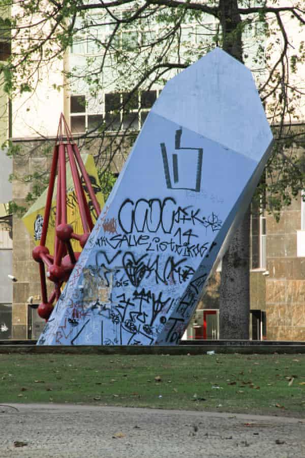 P3WCJ5 SAO PAULO, SP – 23.09.2015: DEPREDAEAO DE PATRIMONIO - Vista de patrimonios publicos depredados, em Sao Paulo, SP. (Foto: Celio Coscia / Fotoarena) pichacao graffiti