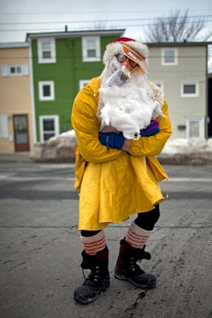 A mummerer poses for the camera on the streets of St John's, Newfoundland. During the late 1970s, interest in mummering rekindled, and in 1981 the popular music duo Simani released the Mummer's Song, which helped catalyse a revival of the tradition.