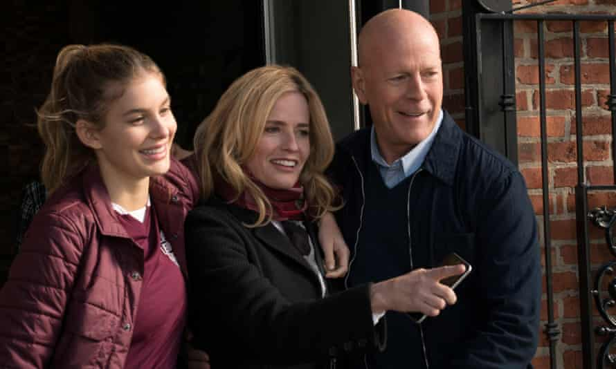 Camilla Morrone, Elisabeth Shue and Bruce Willis in Death Wish.