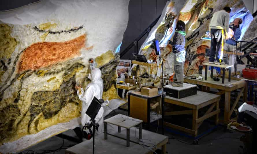 The experts at work in Lascaux.