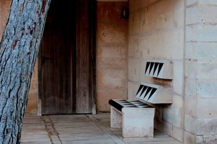 The tiled concrete seat, above, at Jørn Utzon's home in Mallorca, described by McNamara and Farrell as a 'word of greeting'.