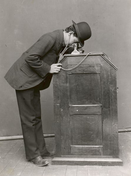 The Victorian answer to a VR headset ... William Kennedy-Laurie Dickson's Kinetoscope.