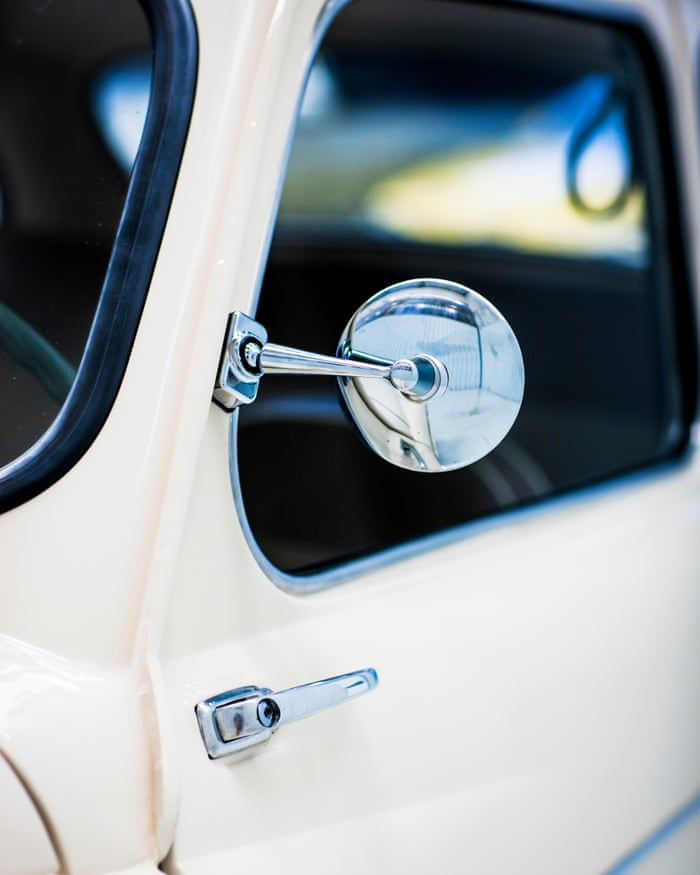 A look back at the history of the wing mirror | Inside SEAT | The ...