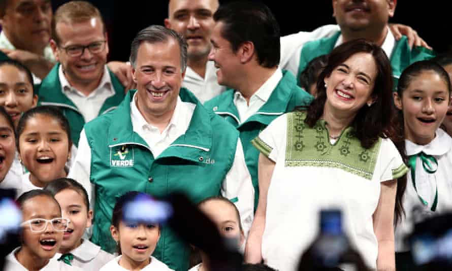 José Antonio Meade and his wife, Juana Cuevas, with members of the Ecological Green party of Mexico.