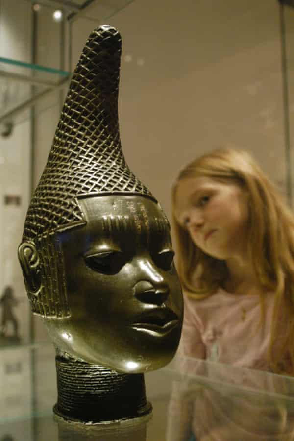 Bronze head of a queen.