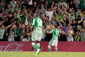 Joaquín takes the crowd's acclaim.