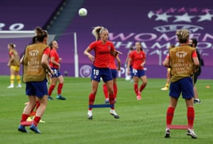 Atletico's Toni Duggan warms up in Bilbao.