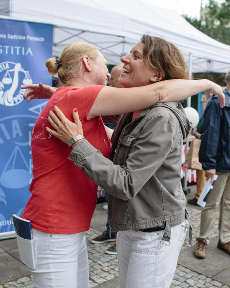Frąckowiak and Sikora reach out to embrace.
