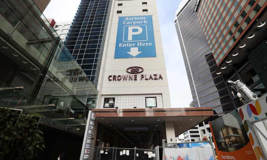 The Crowne Plaza MIQ hotel is closed while under investigation as a potential source of the Covid 19 Delta outbreak on August 24, 2021 in Auckland, New Zealand. Level 4 lockdown restrictions are in place across New Zealand as new COVID-19 cases continue to be recorded. Under COVID-19 Alert Level 4 measures, people are instructed to stay at home in their bubble other than for essential reasons, with travel severely limited. All non-essential businesses are closed, including bars, restaurants, cinemas and playgrounds. All indoor and outdoor events are banned, while schools have switched to online learning. Essential services remain open, including supermarkets and pharmacies. (Photo by Fiona Goodall/Getty Images)