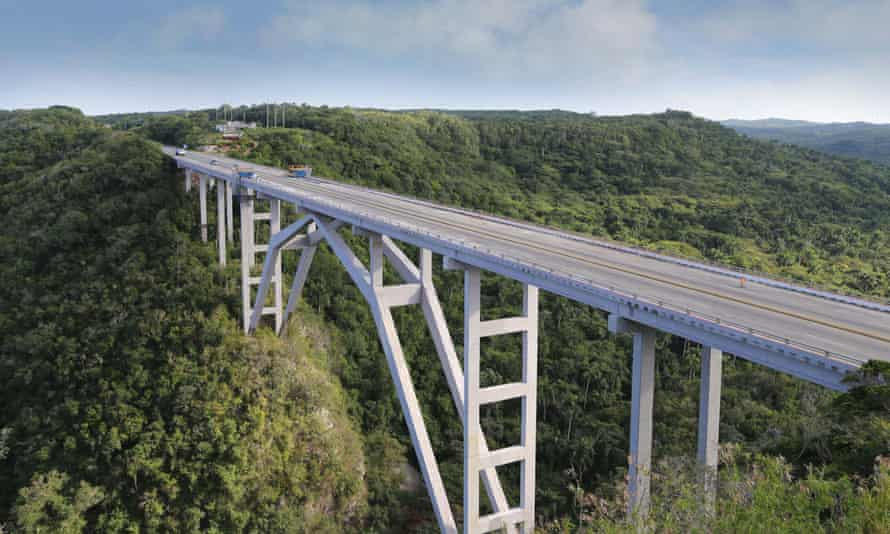 Crossing the divide: the Puente de Bacunayagua, completed in 1959, takes you to the beaches of Bacunayagua.